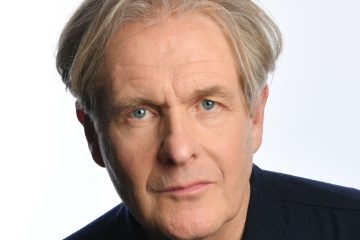A toast to brilliant actor Robert Bathurst - The Oldie Podcast with Harry Bucknall
