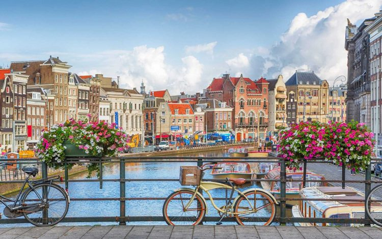 Join us on The Oldie trip to Amsterdam and The Hague, with Huon Mallalieu, 18-23 July, 2019