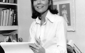 I love paper knickers - Diana Rigg