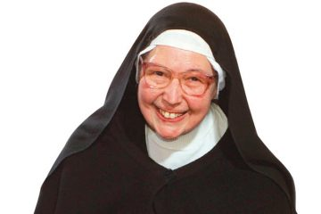 The Holy Lady in the Caravan – Sister Wendy Beckett by Sister Teresa